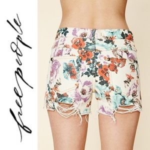❤️ Free People Floral Print Cutoff Denim Shorts 31